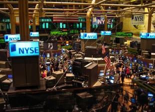 Porovnání akciových indexů S&P500, DJIA, NASDAQ podle ročního zhodnocení